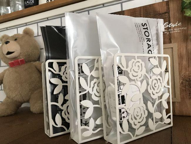 IKEA(イケアのペーパーナプキンホルダー)とセリアのジップバック